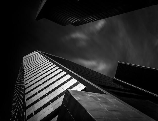 Les immeubles visent le sommet