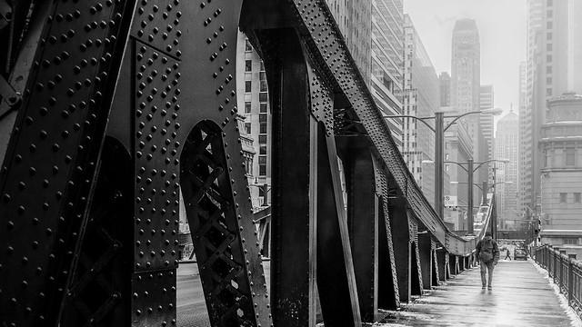 Un pont à l'aube