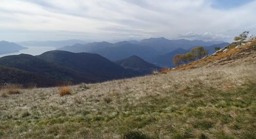 Aussicht nach Italien mit Lago Maggiore und Stausee Lago Delio