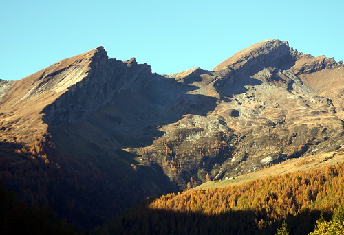 Valle Cravariola with Pizzo del Forno and Pizzo di Pioda behind Alpe Stufa