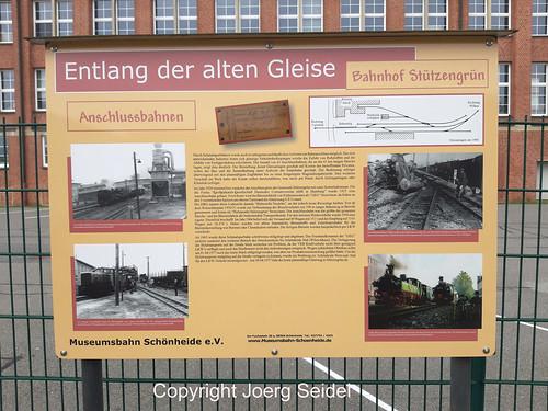 DE-08328 Stützengrün Museumsbahn Schönheide Infotafel im November 2019