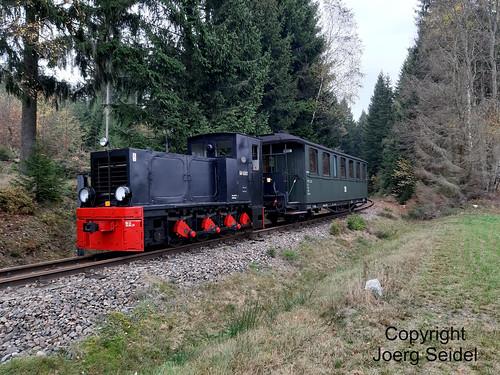 DE-08304 Schönheide-Neuheide Museumsbahn Schönheide Sonderzug mit Köf 6001 (HF130C) im November 2019