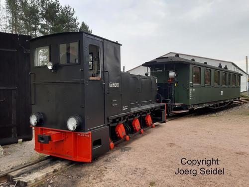 DE-08304 Schönheide Bahnhof Museumsbahn Schönheide Sonderzug mit Köf 6001 (HF130C) im November 2019