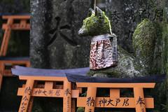 Fox (kitsune) sculpture at Fushimi Inari Shrine (伏見稲荷大社) in Kyoto, Japan