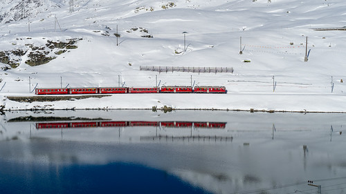 Lago Bianco: reflected red (3/3)
