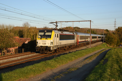 HLE 1840 + IC 537 (Eupen 14:17 - Oostende 17:16), Dilbeek, 10/11/2019