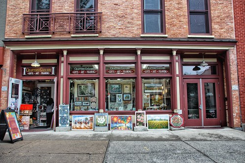Saratoga Springs - New York - Crafters Gallery - Commercial  Store Front