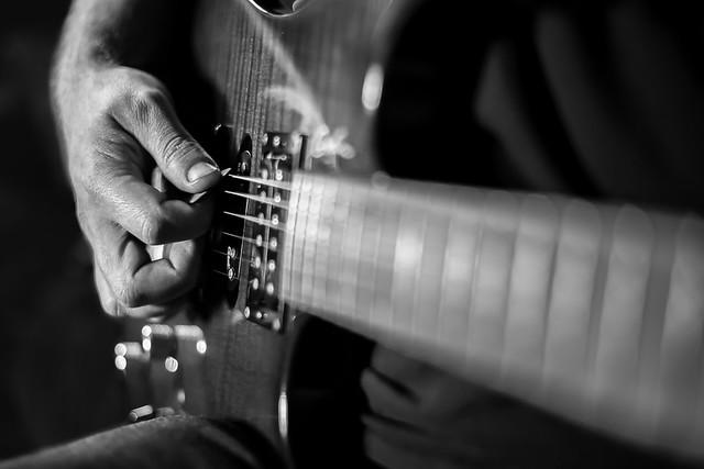 Le joueur de guitare électrique