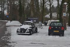 Auto's in de sneeuw in Ommen (136FJAKA_3006)