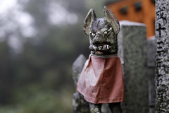 Fox sculpture at Fushimi Inari Shrine (伏見稲荷大社) in Kyoto, Japan