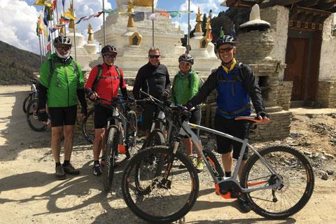 Entspannte Momente beim Biken in Bhutan