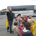 Een ritje met de bus en in de bestelwagens!