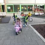 Met onze eigen fiets op de speelplaats!