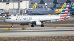 American Airlines Airbus A321 -231 Taxiing on the south side of LAX N133AN DSC_0120 (2)