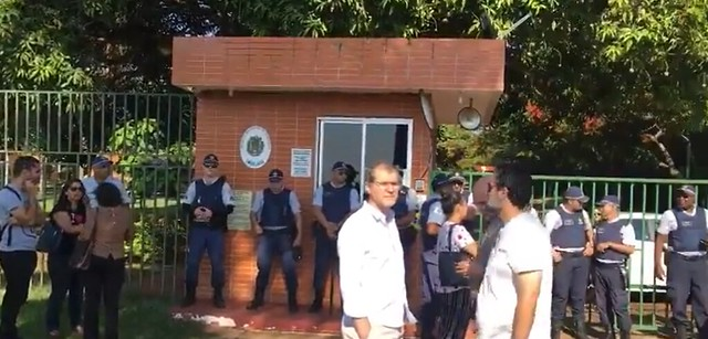 Opositores de Maduro invadem embaixada da Venezuela em Brasília