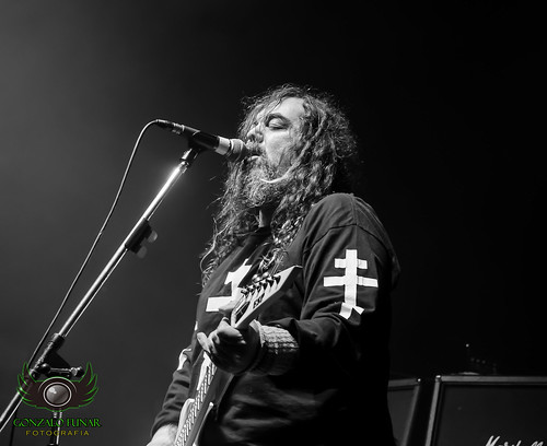 Max Cavalera. #teatroflores #trash #metal #argentina #concert #concierto #live #photographyconcert #photo #buenosaires #byn #nikon #nikonista #D5100 #sepultura #brazil #roots