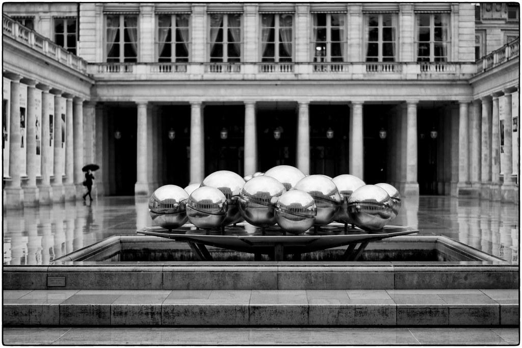 Le Palais-Royal sous la pluie