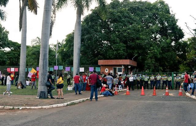 Como a invasão da embaixada venezuelana ameaça a estabilidade no continente