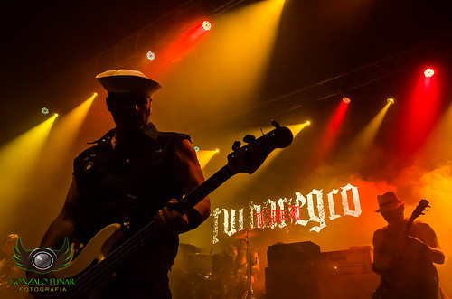 Turbonegro. #turbonegro #metal #rock #argentina #teatroflores #live #concert #concierto #photographyconcert #photo #nikon #nikonista #D5100 #bass #colours #colores #buenosaires #red #yellow #R&R #recital