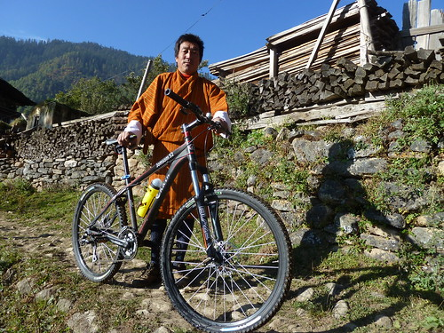 Bhutaner mit Mountainbike