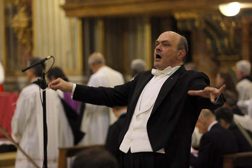 Maestro Gian Luigi Zampieri leads the Orchestra