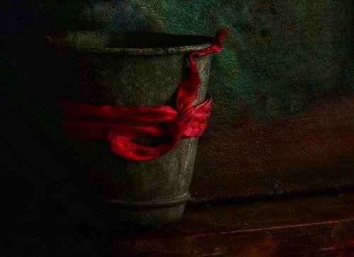 Tin pot with ribbon