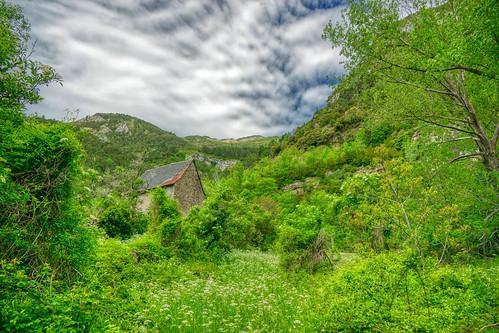 Subida al barranco de los Arones  (Canfranc pueblo - Huesca - España)