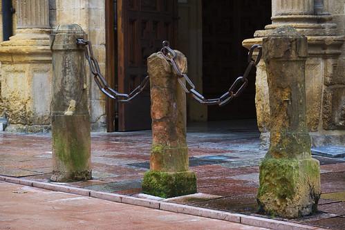Entrada al edificio histórico de la Universidad de Oviedo