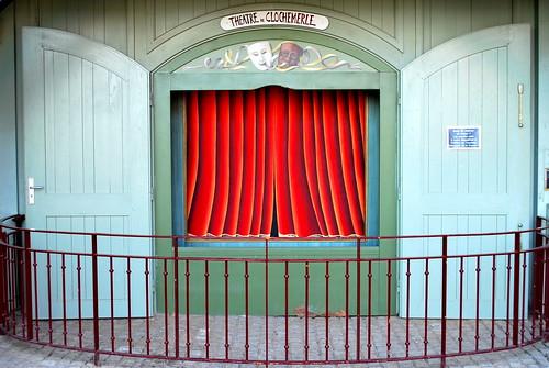 Vaux-en-Beaujolais (Clochemerle) (69) : petit théâtre