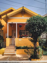 yellow-concrete-house-2102587