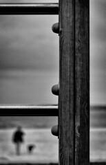 portique sur la Plage de Perreire N&B