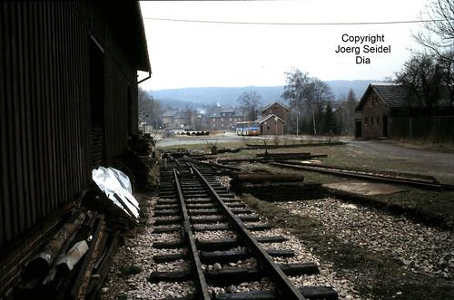 DE-08237 Rothenkirchen Bahnhof Gleisanlagen mit Wasserhaus im März 1991