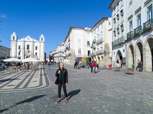 In the Praca (Square) do Giraldo