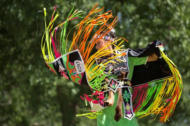 Danse multicolore