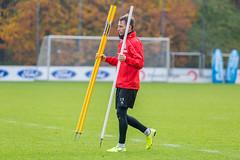 Matthias Bader hilft vorbildlich mit beim Aufräumen im Training