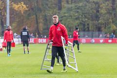 Julian Krahl, Torwart des 1.FC Köln räumt mit auf im Training