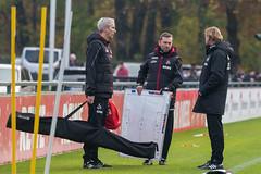 Markus Gisdol und seine Assistenten Andre Pawlak und Frank Kaspari in der Vorbereitung zur Taktikschulung