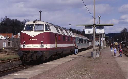 DB 228 798-5 in Schleusingen, 1997.