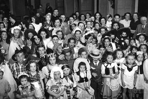 Concurso de disfraces en el Club Progreso en 1940. Gral. Martín Balza