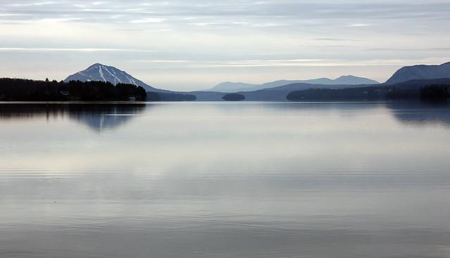 Tranquillité du lac en hiver