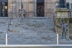 THE SPEAKER A LIFE SIZE SCULPTURE BY GARETH KNOWLES [BELFAST CUSTOM HOUSE STEPS]-158139