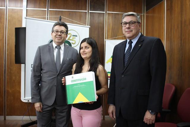 22/11/2019 Entrega Constituições em braile na Defensoria Pública do Estado do RS