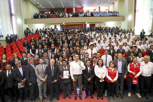 Jefe de Estado asiste a entrega del Licenciamiento al Instituto Superior Tecnológico Público José Carlos Mariátegui de Moquegua