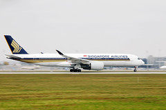 Singapore Airlines Airbus A350 landing at Munich Airport
