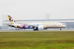 "Etihad Airways Boeing B787, ""ADNOC - Choose Singapore"" livery at Munich Airport"