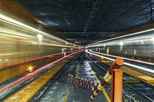 Underground light energy | Point of the central platform of the Plaza de los Virreyes station - Eva Perón | Line E