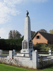 Pozières: War Memorial (Somme) - Photo of Avesnes-lès-Bapaume