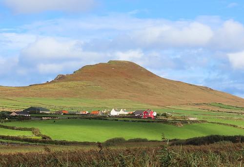 Feothanach: Ballydavid Head, houses, fields