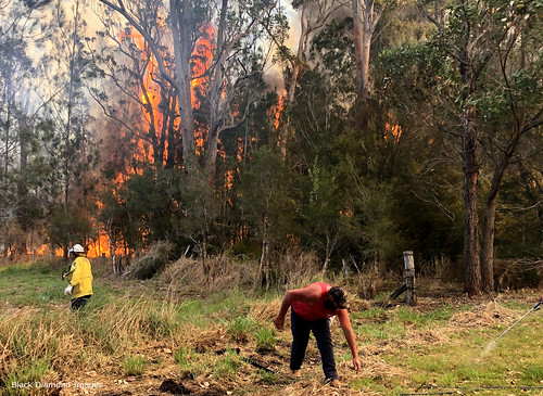 12.49 pm 13th October 2019 - The Fire Front Arrives - Timbertops Estate, Darawank, NSW