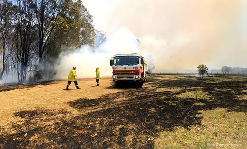 3:13pm 13th November 2019 - Macquarie Fields Fire Brigade,Kiama Fire Brigade, The Fire Front Now Under Control - Timbertops Estate, Darawank, NSW
